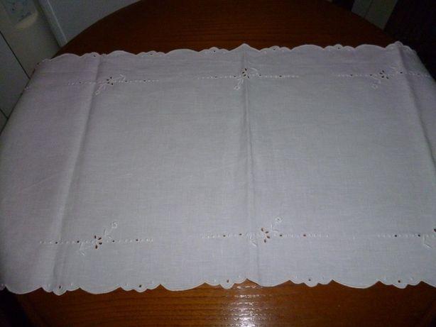 Naperon ou pano bordado da madeira um classico artesanal em linho