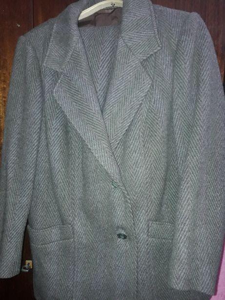 Костюм 100% шерсть(юбка+пиджак )