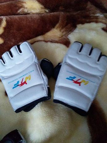 Перчатки на руки для тхеквондо
