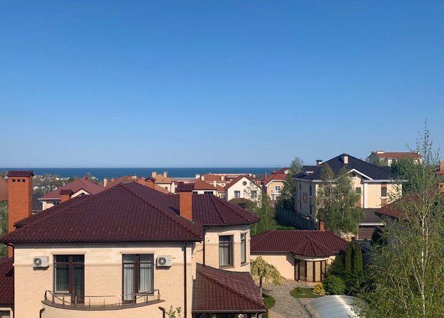 Продаётся дом во 2-м Совиньоне, вдалеке видно море. 470 м2, 10 соток