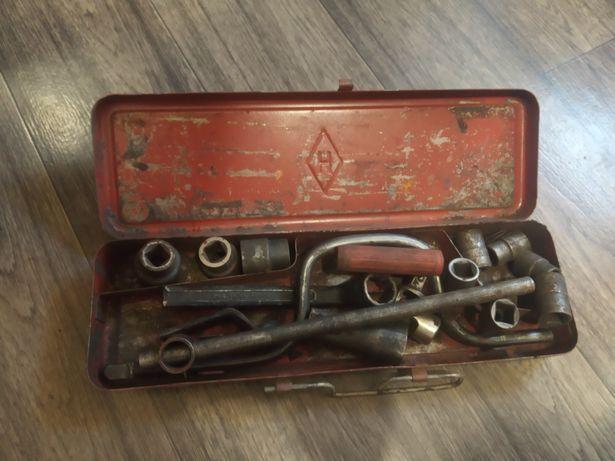 Инструменты для машины