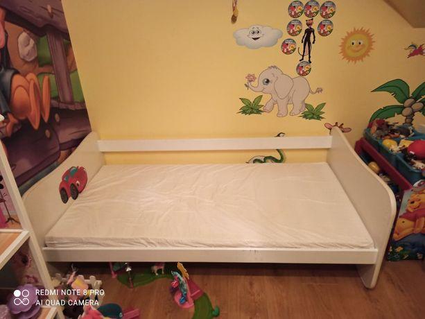 Drewniane łóżeczko dziecięce autko