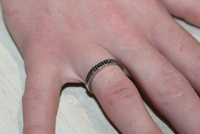 Кольцо с черными бриллиантами белое золото перстень з діамантами