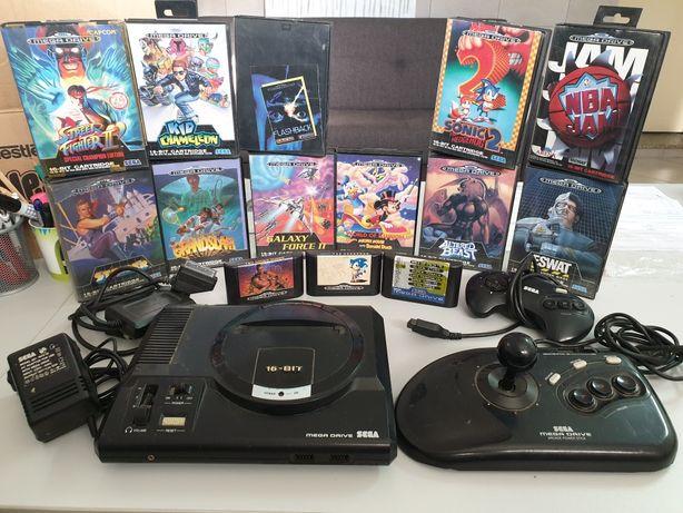 Consola Megadrive da SEGA com 14 jogos com três commandos, cujo um Pro
