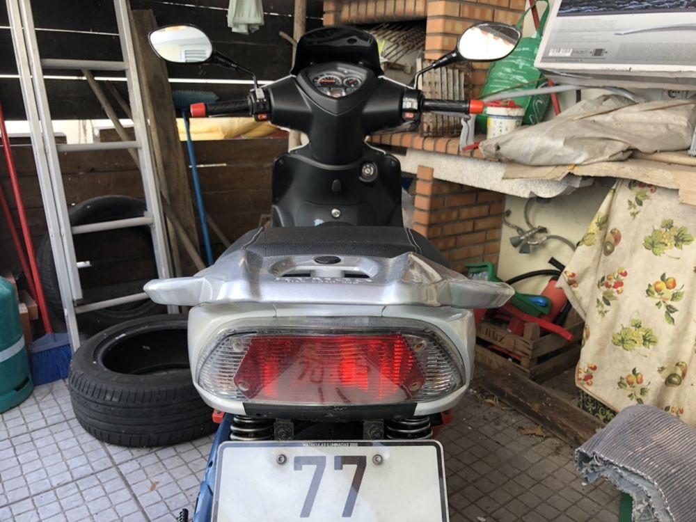 Vendo moto scooter agility 125