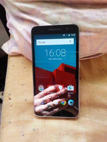 Vendo smartphone marca vodafone a foncionar na perfeição.