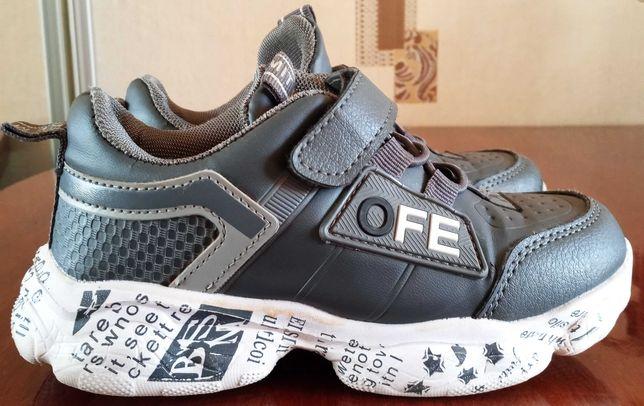 продам недорого кроссовки для мальчика 29 р в подарок туфли 28 размера