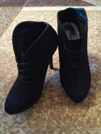 Сапожки ботинки черевички взуття весняне 37р.