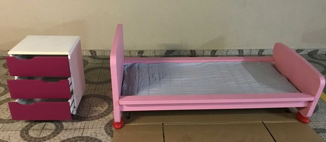 Cama criança IKEA gama MAMMUT e Mesinha Cabeceira