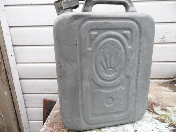 Продам канистру 12л (металлическую)