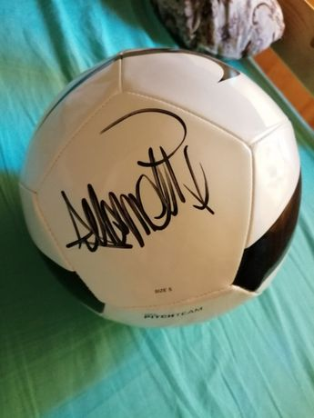 Piłka z autografem. Nawałki