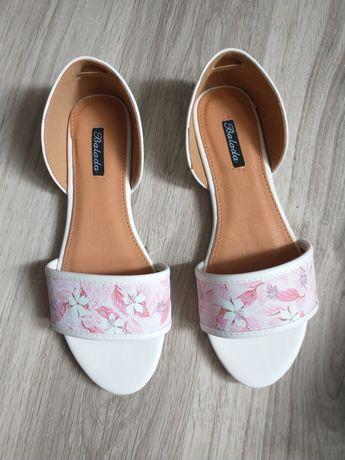 Nowe sandałki 37