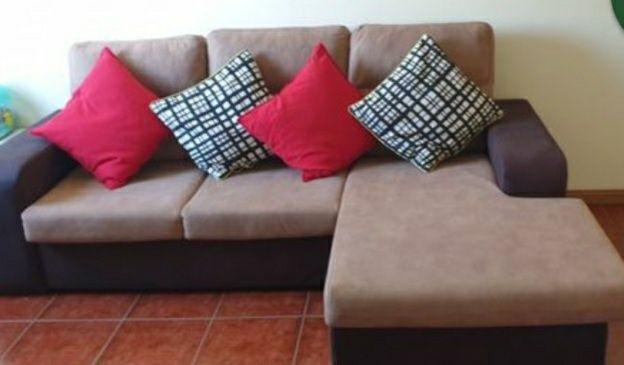 Sofá castanho com chaise long