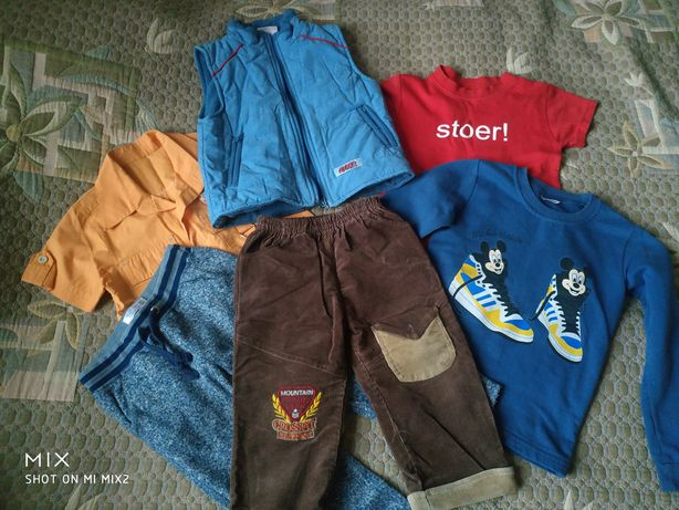Вещи мальчику, 3-4 года, штаны, жилетка, реглан, футболка