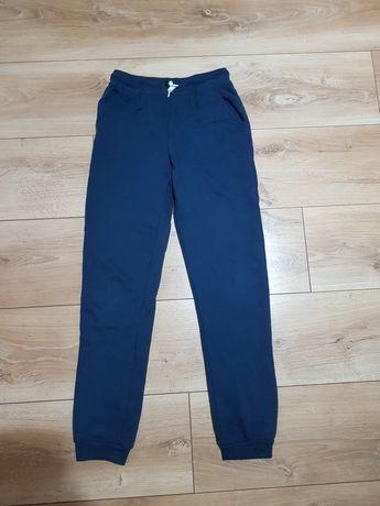 Spodnie dresowe 146cm