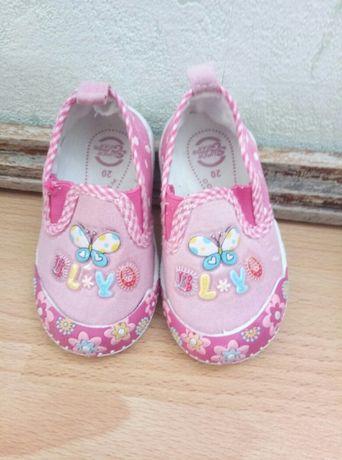 взуття для дівчинки зручне
