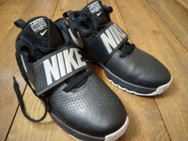 Кросівки Nike Team Hustle