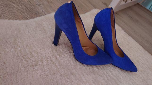 Przepiękne pantofle r 38 chaber jak nowe