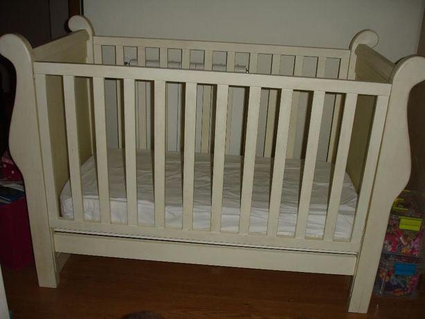 Cama de grades (berço) para bebé + colchão