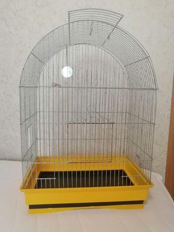 Велика клітка для птахів