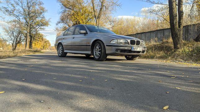 BMW E39 520i продам