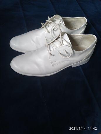 Sprzedam skórzane buty komunijne