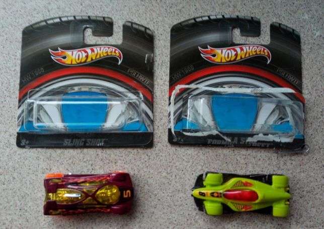2 Hot Wheels