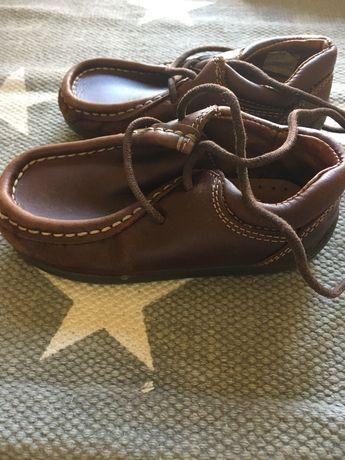 Sapatos castanhos para menino n. 23