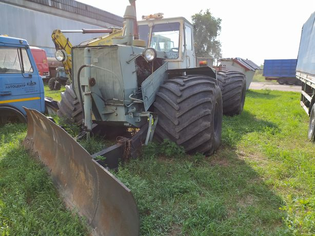 Трактор Т-150 болотоход с отвалом