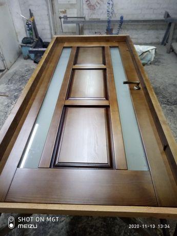 Деревянные двери из массива сосны, ольхи, ясеня.
