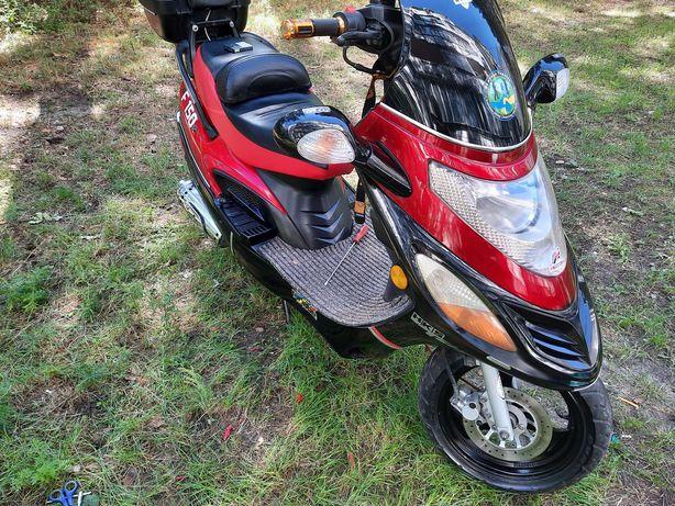 Продам скутер  Вайпер 150 на документах