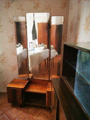 Toaleteka i szafka nocna PRL brąz do odnowienia drewno pilnie sprzedam