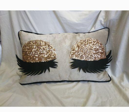 подарок девушке 8 марта подушка глазки