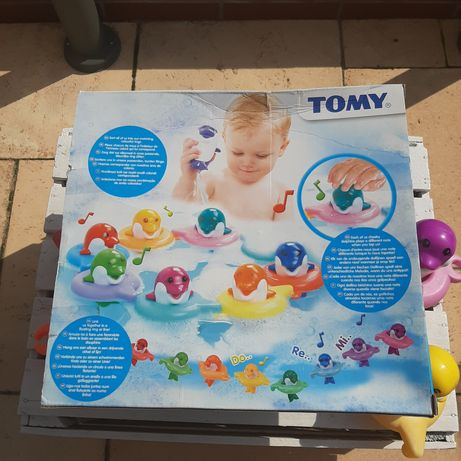 Zabawka do kąpieli Tomy delfinki 6528 Dzwięk