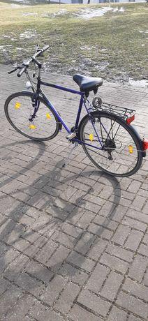 Sprzedam rower Pegasus na kolach 28 , przerzutka shimano .