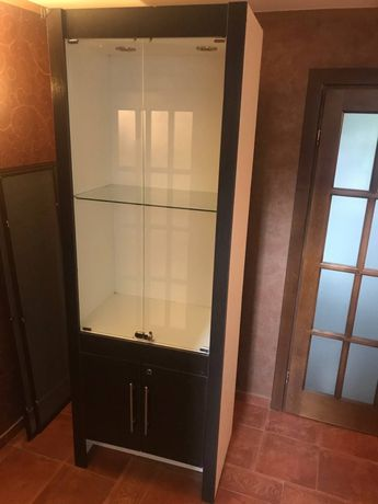 Шкаф, витрина, стеллаж с дверцами