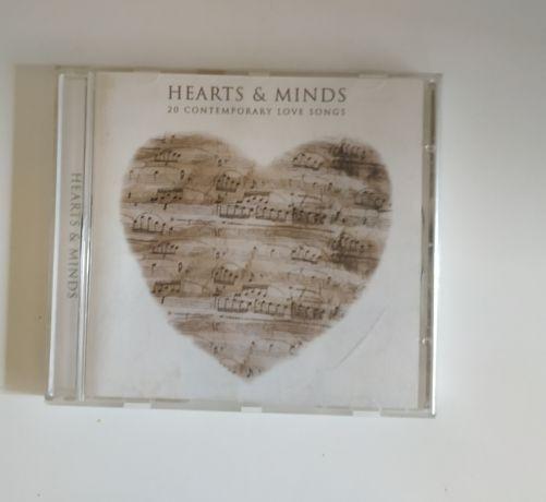 Płyta widoczna na zdjęciach z piosenkami o miłości.