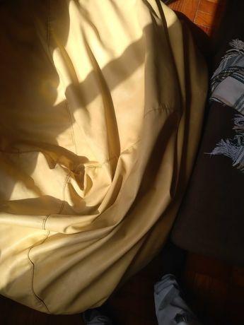 Puff em pele amarelo sem danos