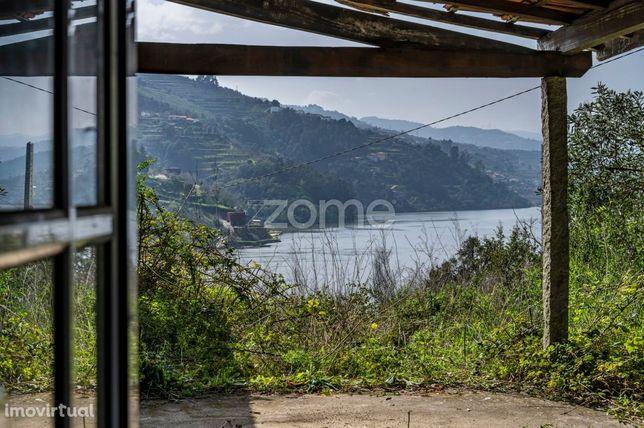 Moradia com terreno junto ao Rio Douro