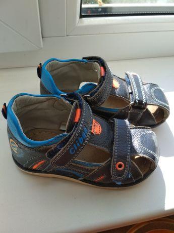 Продам босоножки, сандали Clibee