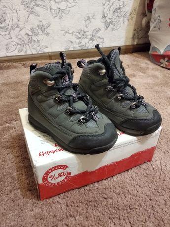Фірмові черевички для хлопчика