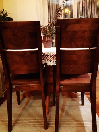 Solidne drewniane krzesła