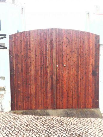 Portões de madeira com vários modelos e medidas.