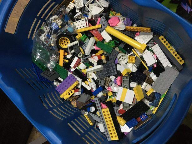 Pudło z klockami Lego