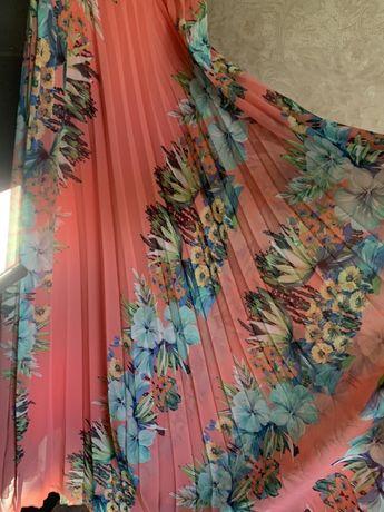 Нарядное длинное платье в пол плиссе