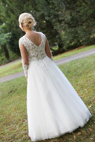 sprzedam zeszłoroczną suknię ślubną szytą na zamówienie + tren