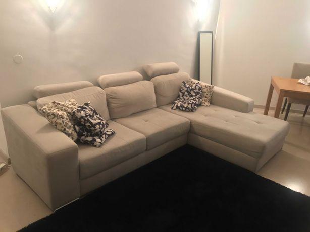Sofá Cinza em tecido com chaise long