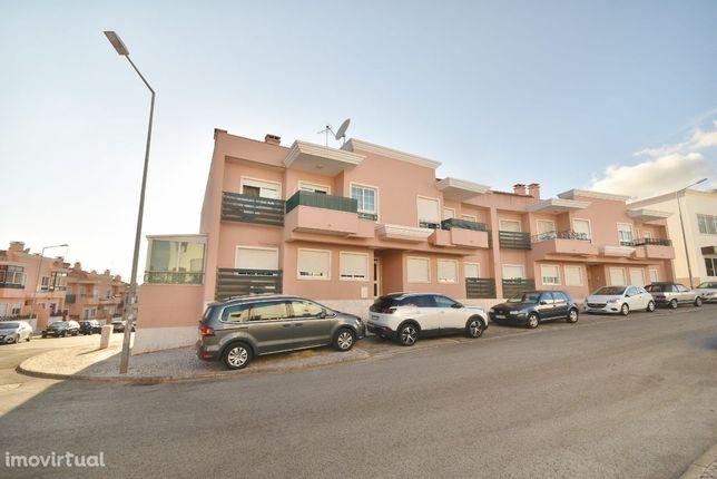 Apartamento T3 Vialonga, com 2 varandas, garagem para 2 e arrecadação