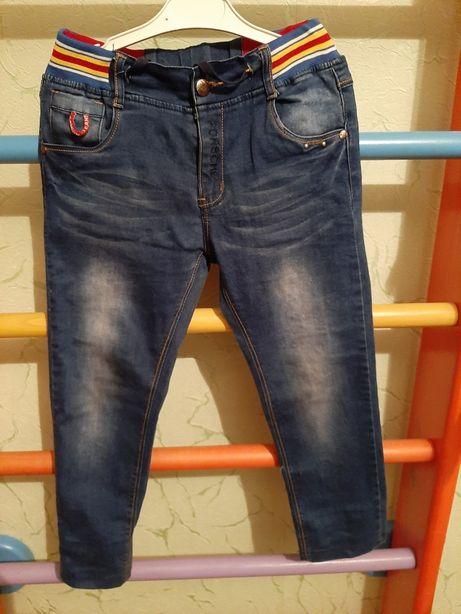 Продам джинсы рост 128