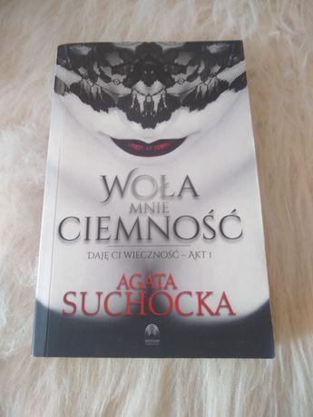 """""""Woła mnie ciemność"""" Agata Suchocka książka 15 zł"""
